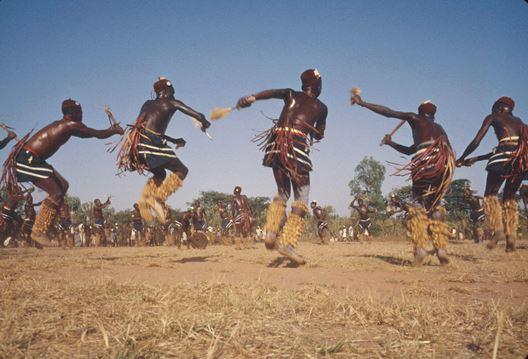 Afrikos genties pamoka: kaip rodyti meilę, bausti, neskaudinti ir kokia daina pati gražiausia?